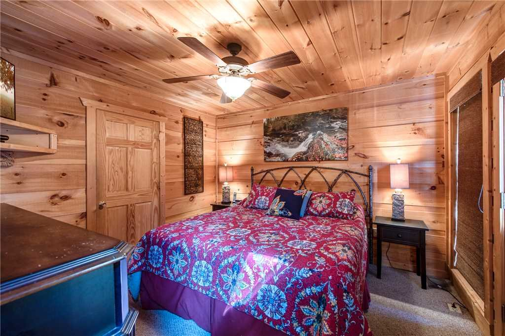 Photo of a Sevierville Cabin named Bear Pause - This is the twelfth photo in the set.
