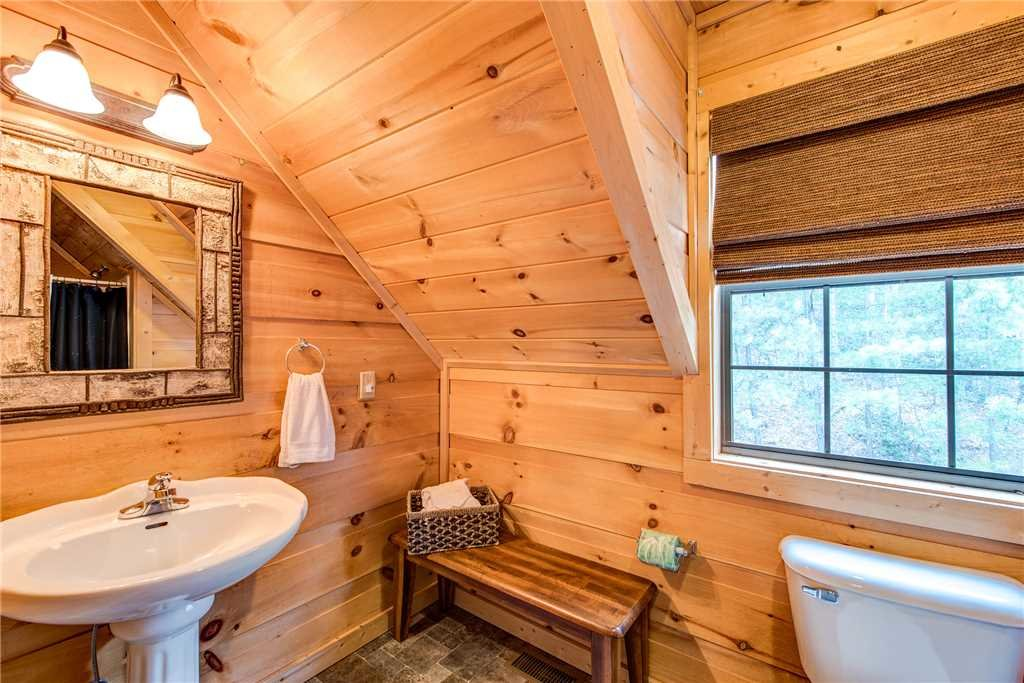 Photo of a Sevierville Cabin named Bear Pause - This is the twenty-third photo in the set.