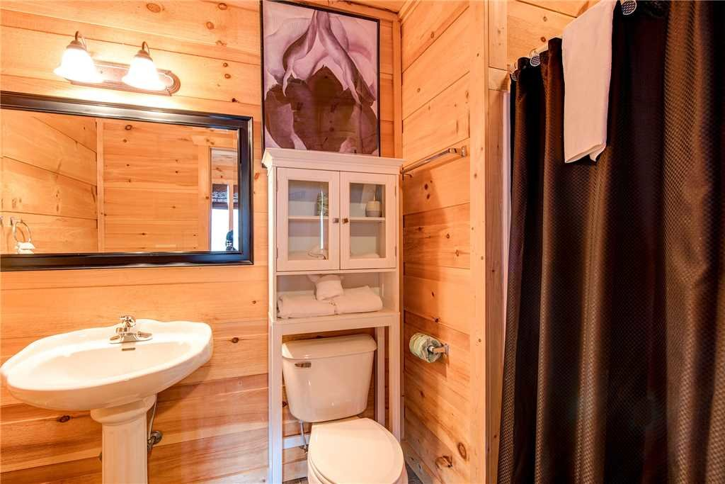 Photo of a Sevierville Cabin named Bear Pause - This is the seventeenth photo in the set.