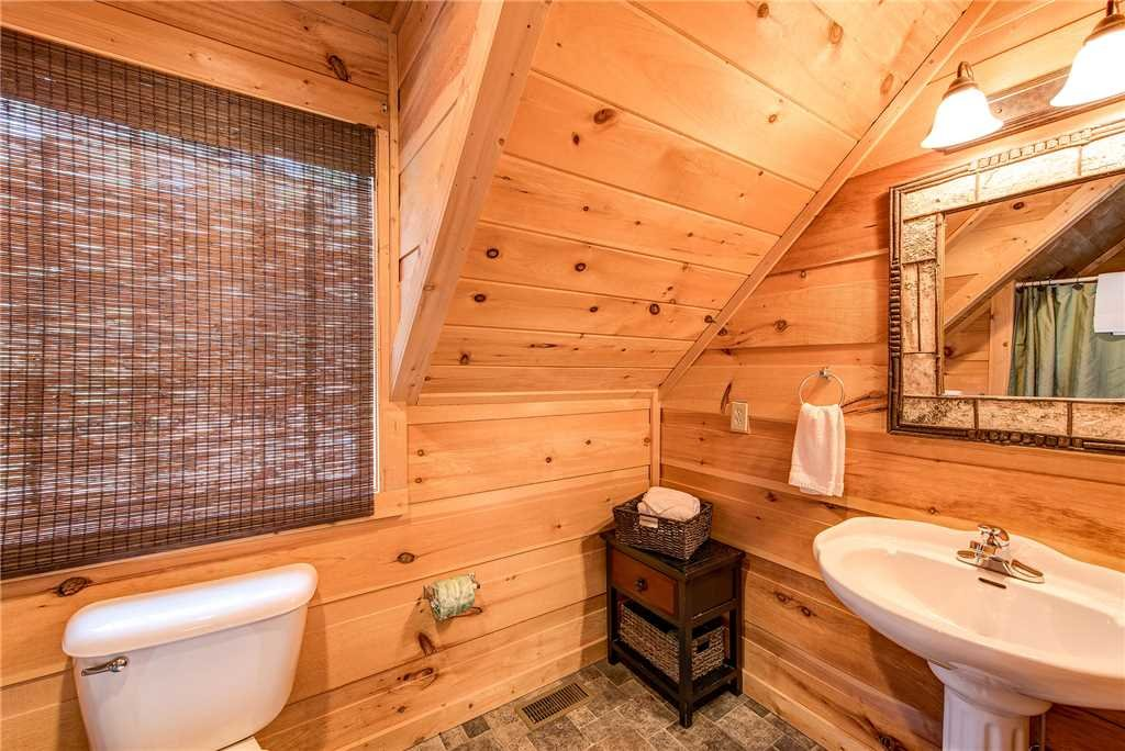 Photo of a Sevierville Cabin named Bear Pause - This is the twentieth photo in the set.