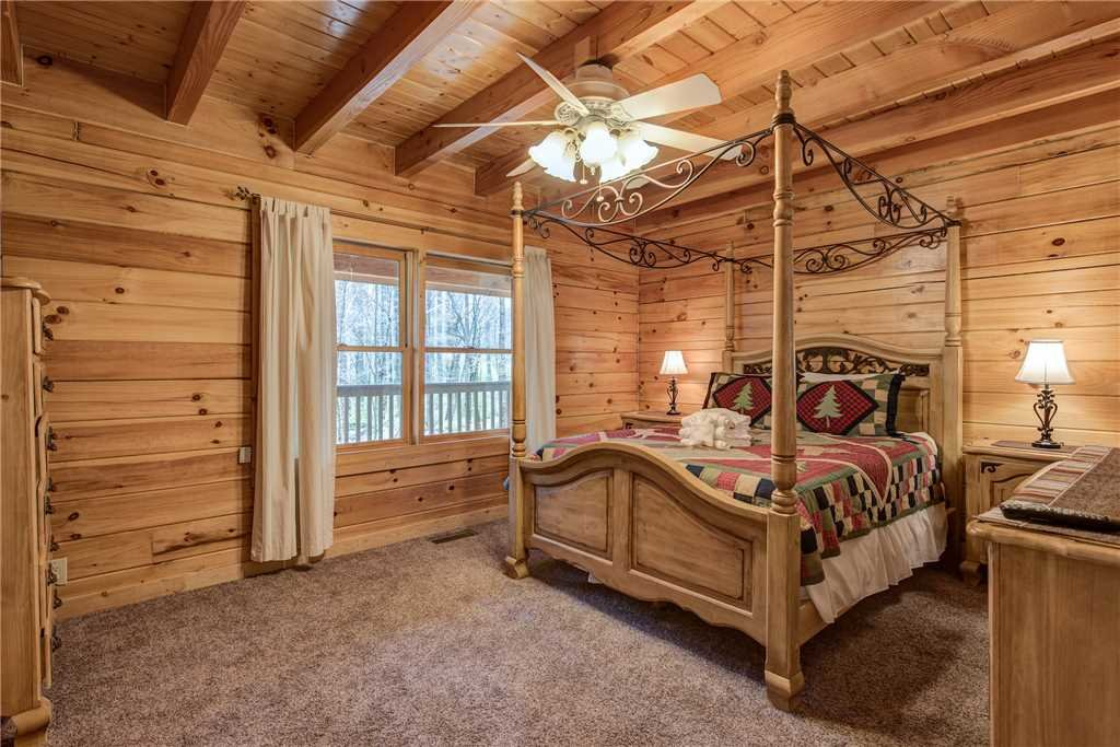 Photo of a Gatlinburg Cabin named Amazing River Retreat - This is the seventeenth photo in the set.