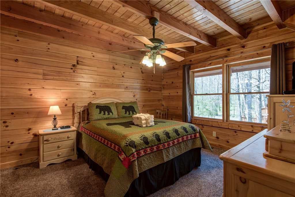Photo of a Gatlinburg Cabin named Amazing River Retreat - This is the twentieth photo in the set.