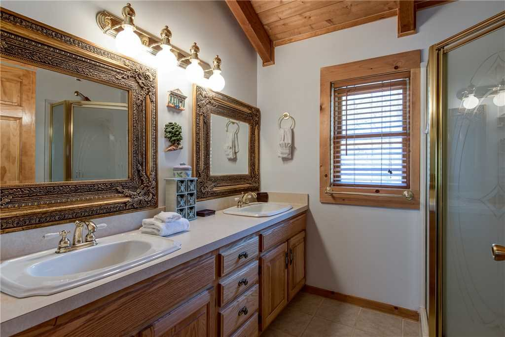 Photo of a Gatlinburg Cabin named Amazing River Retreat - This is the sixteenth photo in the set.