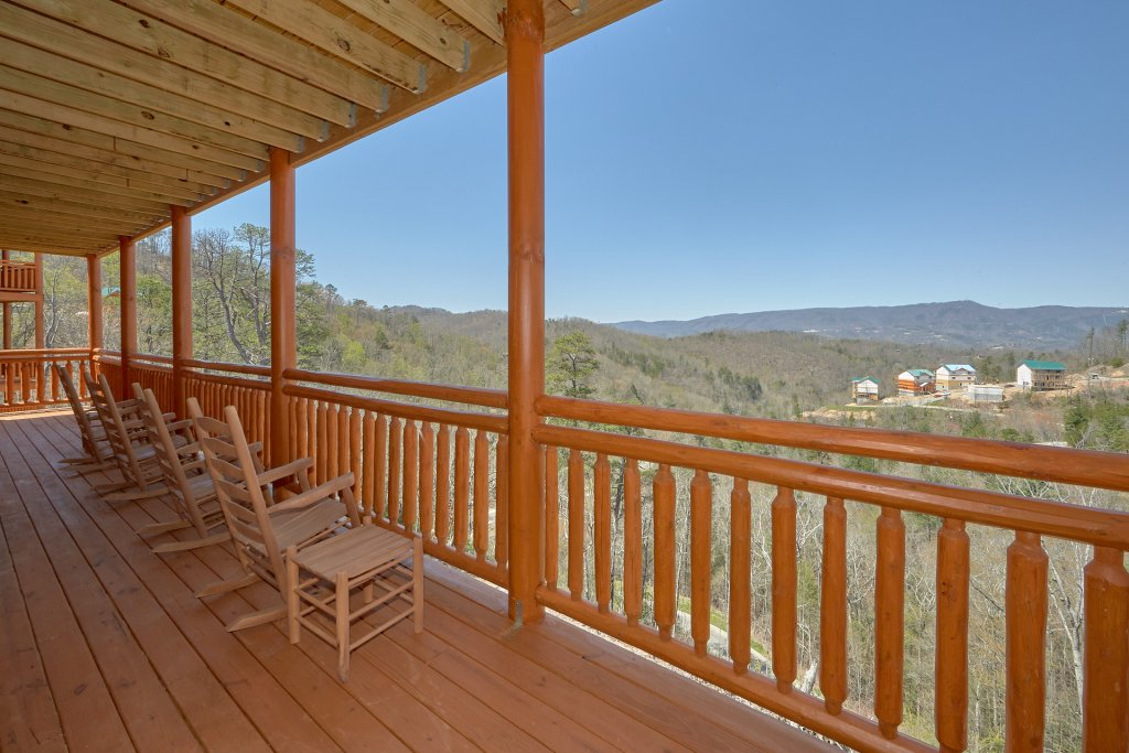 Photo of a Pigeon Forge Cabin named Summit Pool Lodge - This is the third photo in the set.
