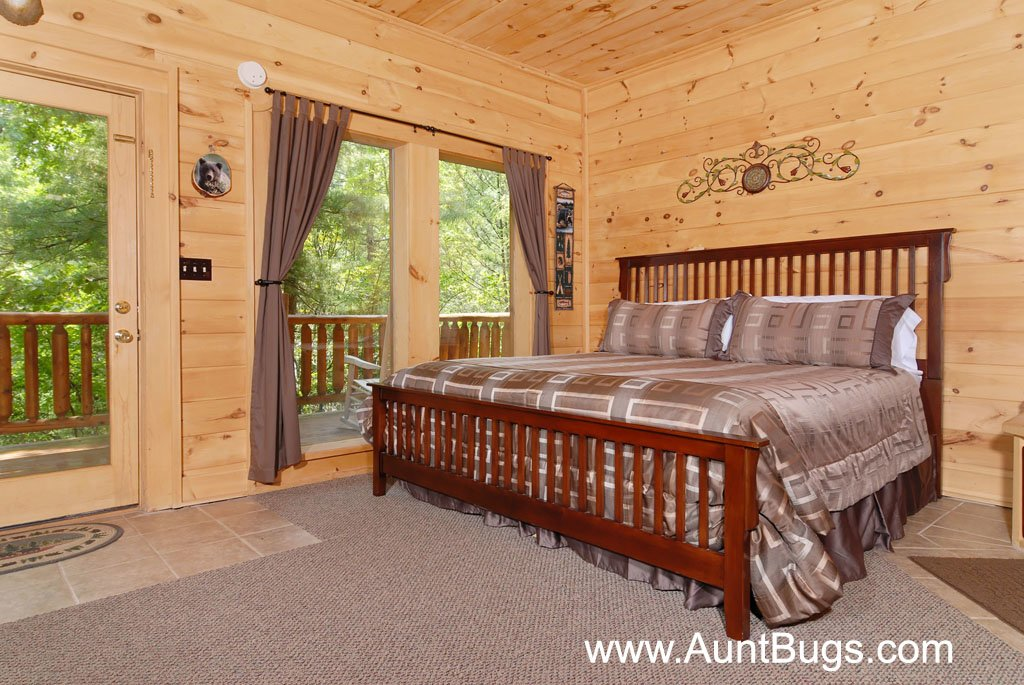 Photo of a Gatlinburg Cabin named Beary Secluded #296 - This is the twenty-second photo in the set.