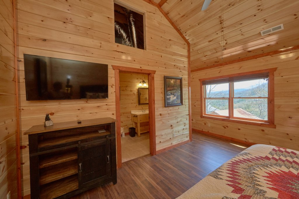 Photo of a Pigeon Forge Cabin named Summit Pool Lodge - This is the twenty-first photo in the set.