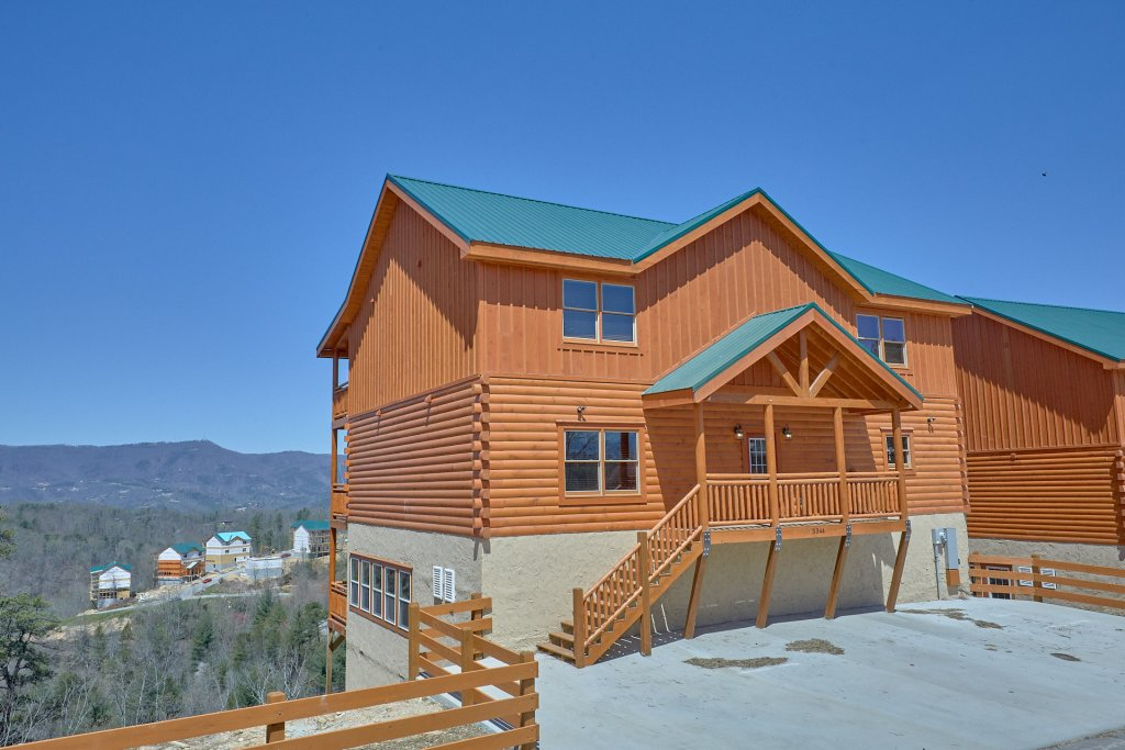Photo of a Pigeon Forge Cabin named Summit Pool Lodge - This is the twenty-sixth photo in the set.