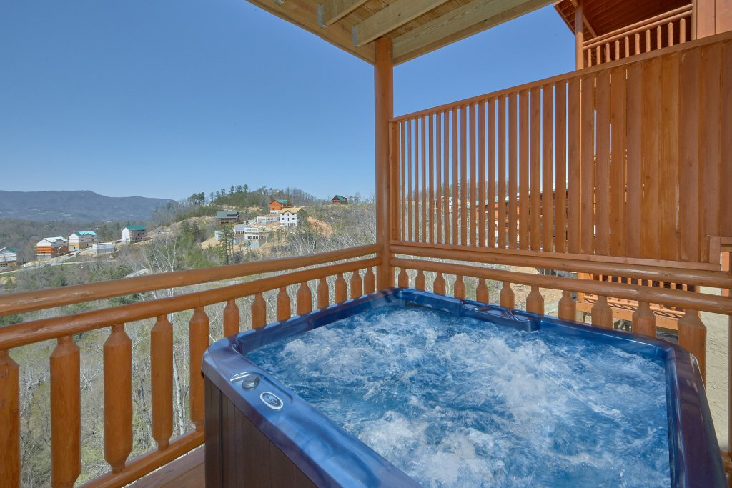Photo of a Pigeon Forge Cabin named Summit Pool Lodge - This is the second photo in the set.