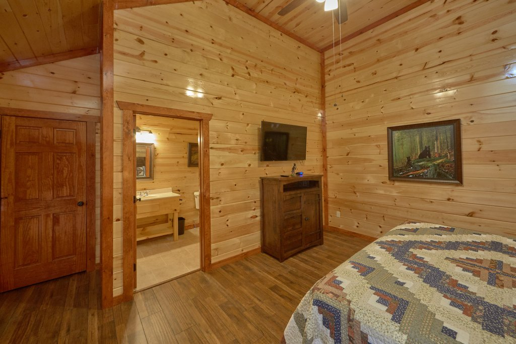 Photo of a Pigeon Forge Cabin named Summit Pool Lodge - This is the twelfth photo in the set.