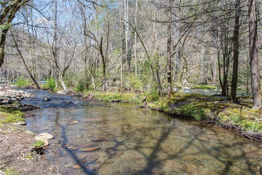 Photo of a Gatlinburg Cabin named Amazing River Retreat - This is the twenty-fourth photo in the set.