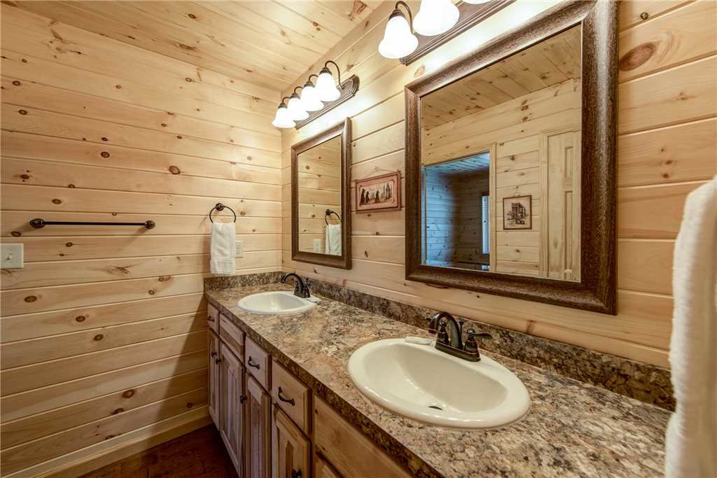 Photo of a Gatlinburg Cabin named Marlene's Key To Heaven - This is the tenth photo in the set.
