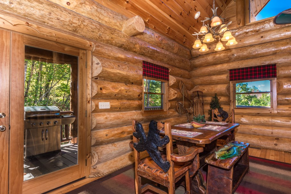 Photo of a Pigeon Forge Cabin named A Cut Above #371 - This is the thirty-eighth photo in the set.