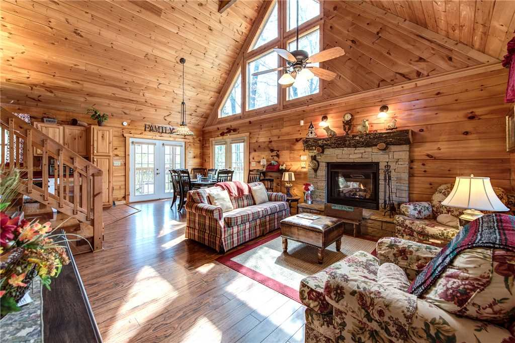 Photo of a Pigeon Forge Cabin named Lazy Cub Lodge - This is the first photo in the set.