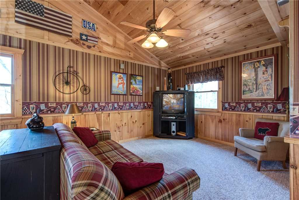 Photo of a Pigeon Forge Cabin named Lazy Cub Lodge - This is the tenth photo in the set.