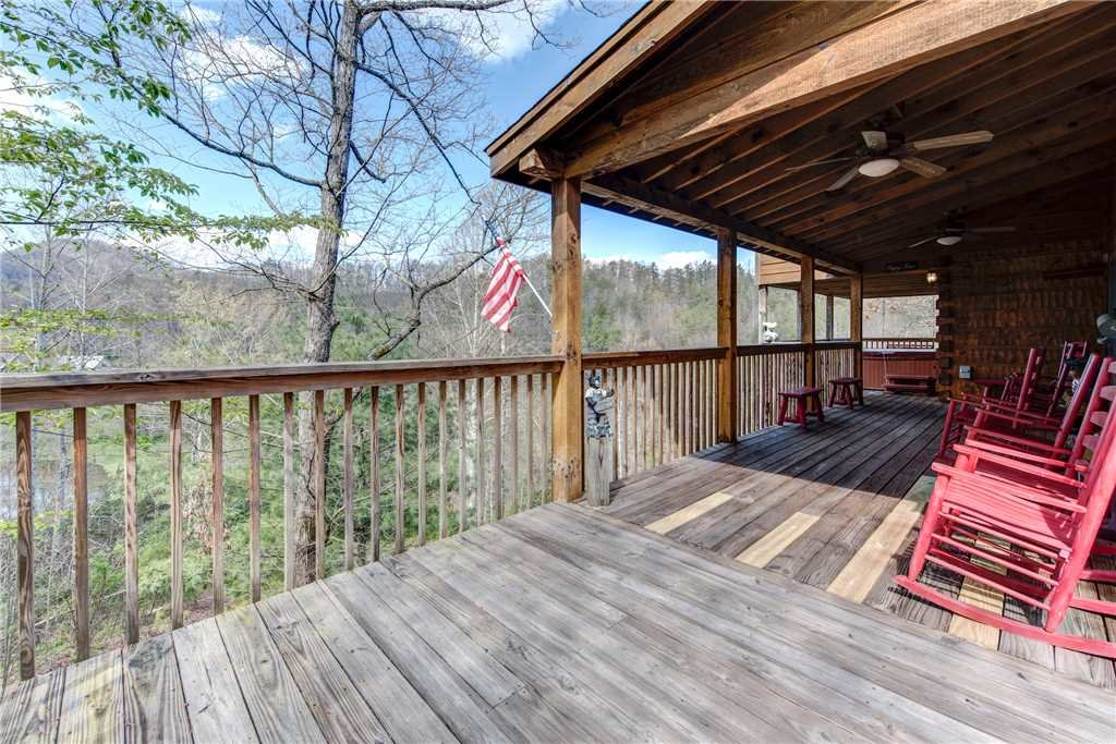 Photo of a Pigeon Forge Cabin named Lazy Cub Lodge - This is the twenty-eighth photo in the set.