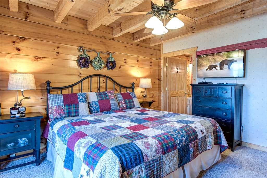 Photo of a Pigeon Forge Cabin named Lazy Cub Lodge - This is the twenty-second photo in the set.
