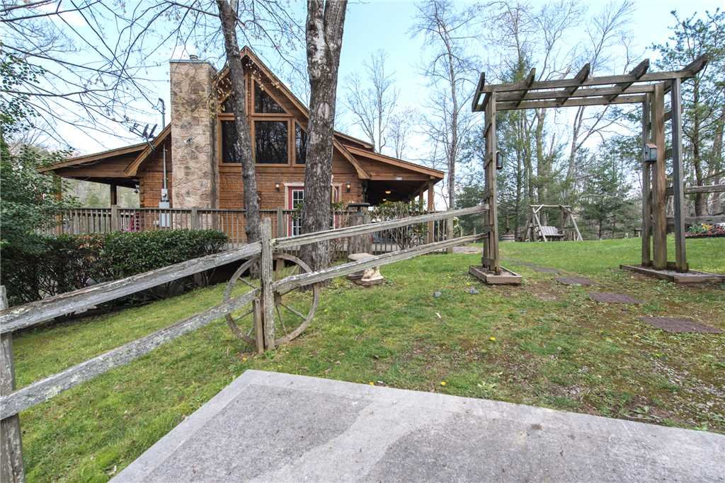 Photo of a Pigeon Forge Cabin named Lazy Cub Lodge - This is the twenty-fifth photo in the set.