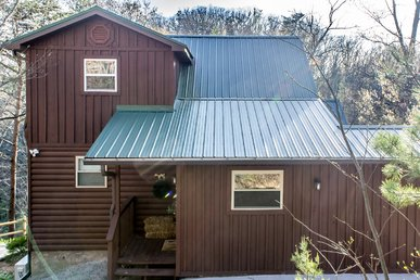 Lovely three-bedroom, two-bath cabin nestled on a mountain ridge overlooking Pigeon Forge.