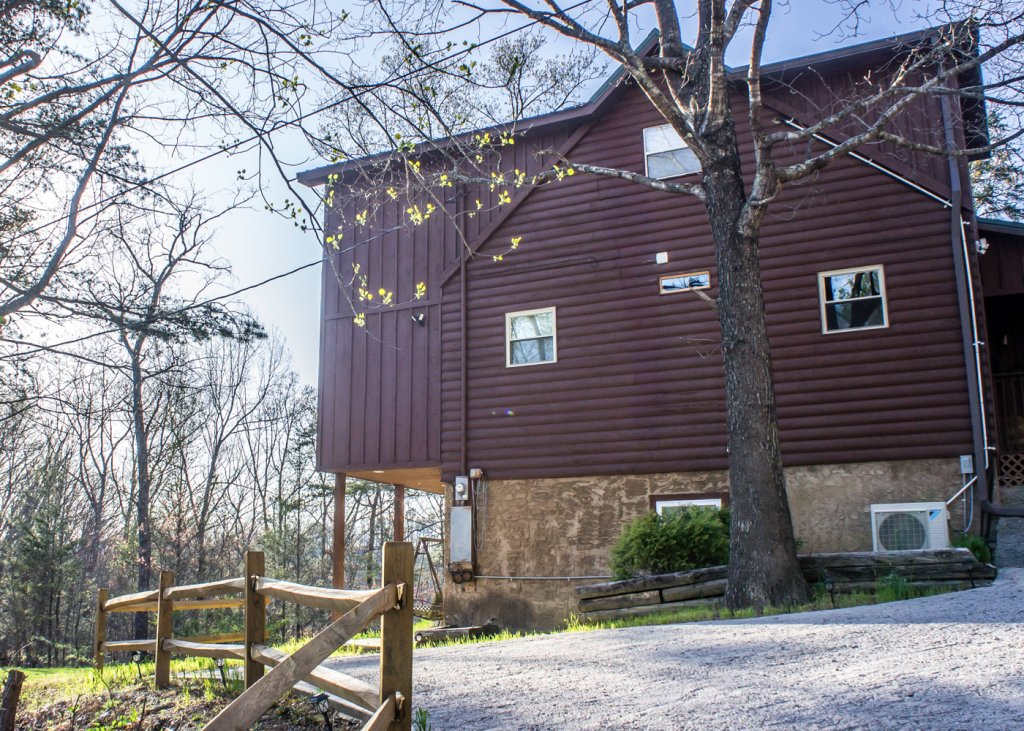 Photo of a Pigeon Forge Cabin named Sweet Tea - This is the twenty-fourth photo in the set.