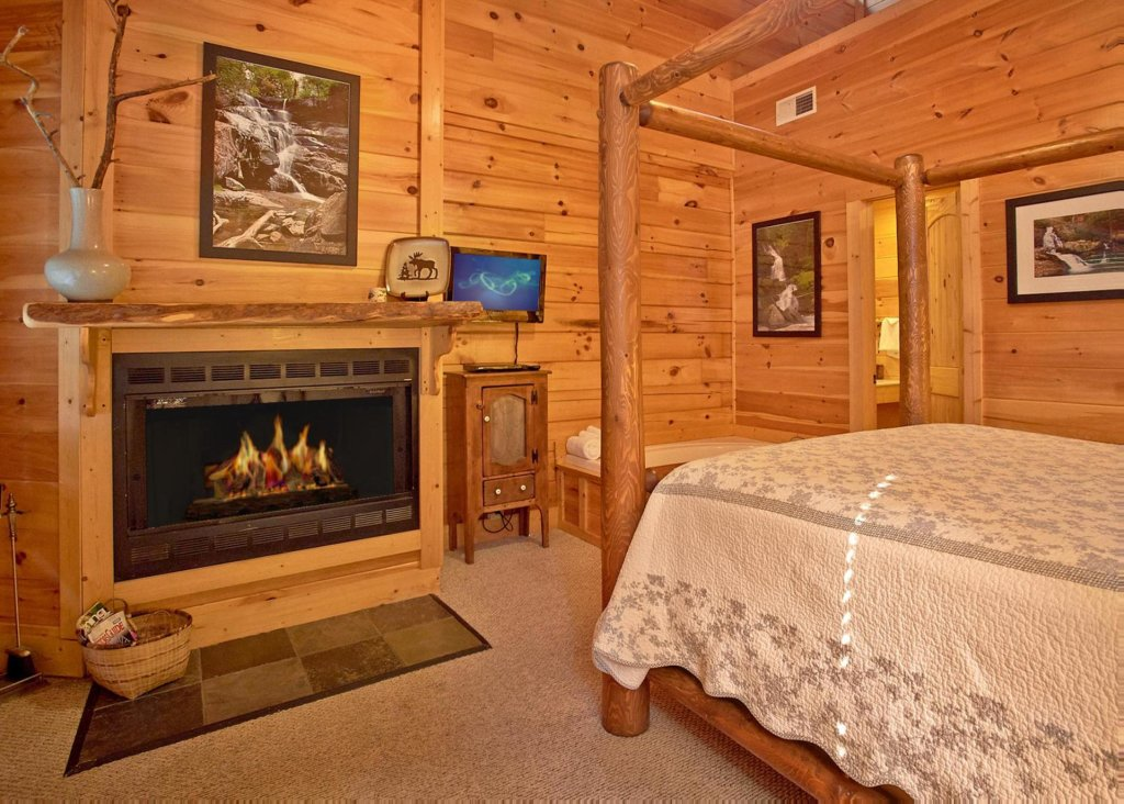 Photo of a Pigeon Forge Cabin named Southern Elegance #70 - This is the eighteenth photo in the set.