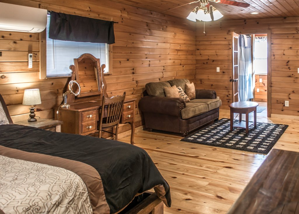 Photo of a Pigeon Forge Cabin named Sweet Tea - This is the fourteenth photo in the set.