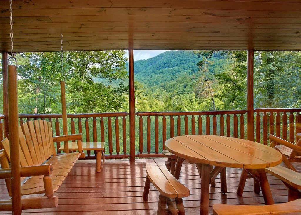 Photo of a Pigeon Forge Cabin named Southern Elegance #70 - This is the sixteenth photo in the set.
