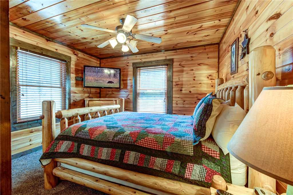 Photo of a Gatlinburg Cabin named Celebration Lodge - This is the fourteenth photo in the set.