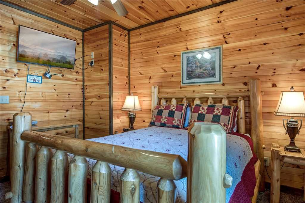 Photo of a Gatlinburg Cabin named Celebration Lodge - This is the twenty-third photo in the set.