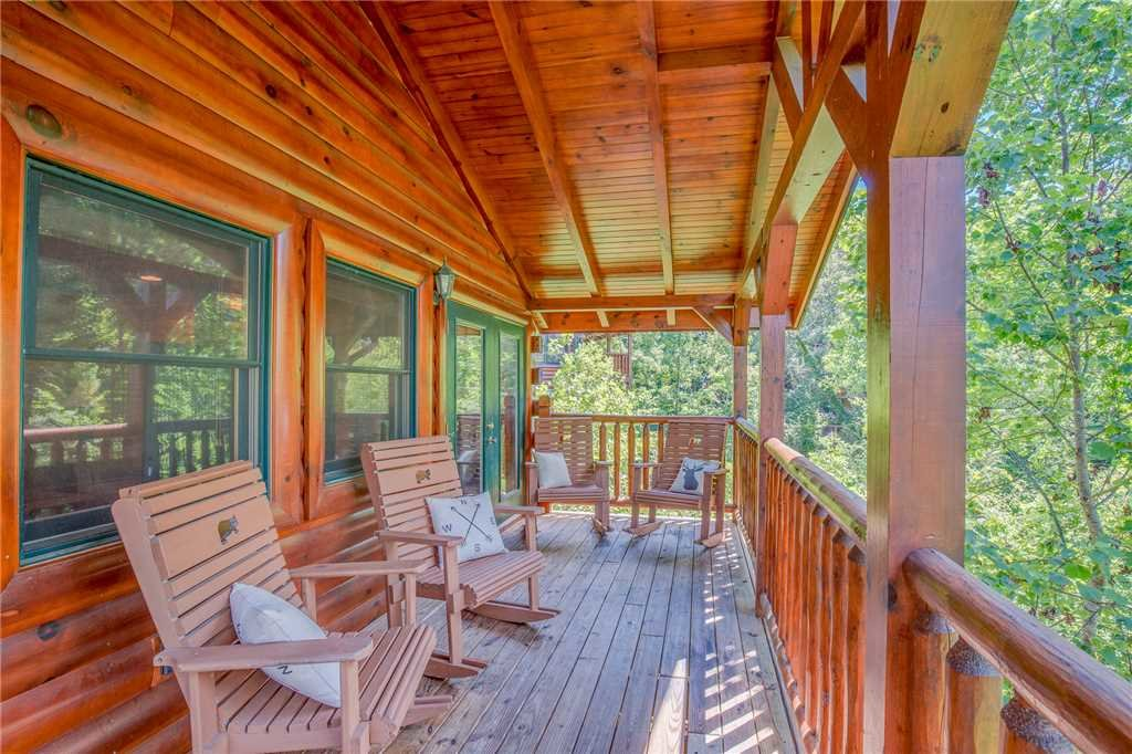 Photo of a Gatlinburg Cabin named Celebration Lodge - This is the twenty-sixth photo in the set.