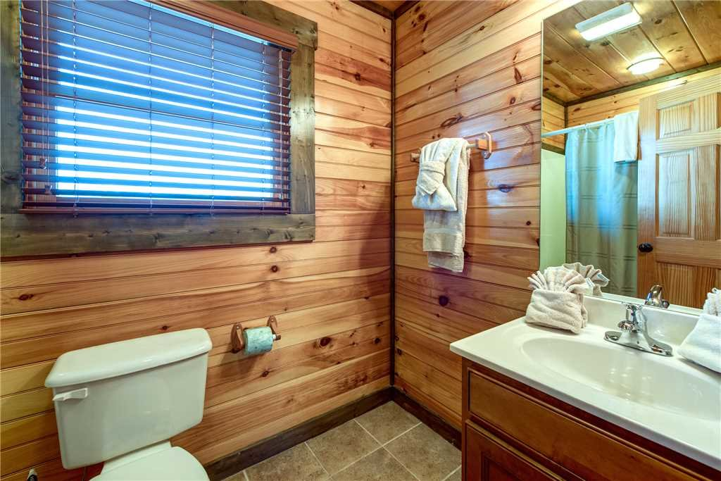 Photo of a Gatlinburg Cabin named Celebration Lodge - This is the eighteenth photo in the set.