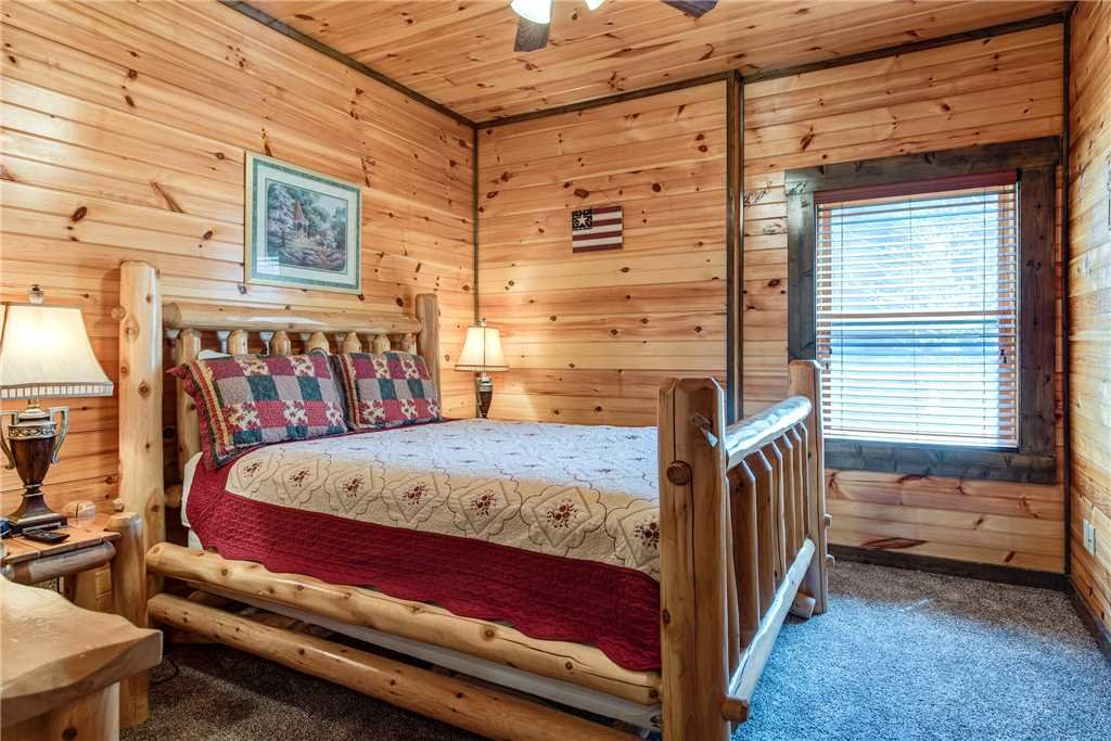 Photo of a Gatlinburg Cabin named Celebration Lodge - This is the twenty-second photo in the set.