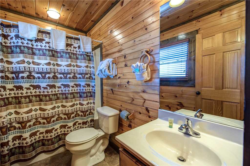 Photo of a Gatlinburg Cabin named Celebration Lodge - This is the twenty-first photo in the set.