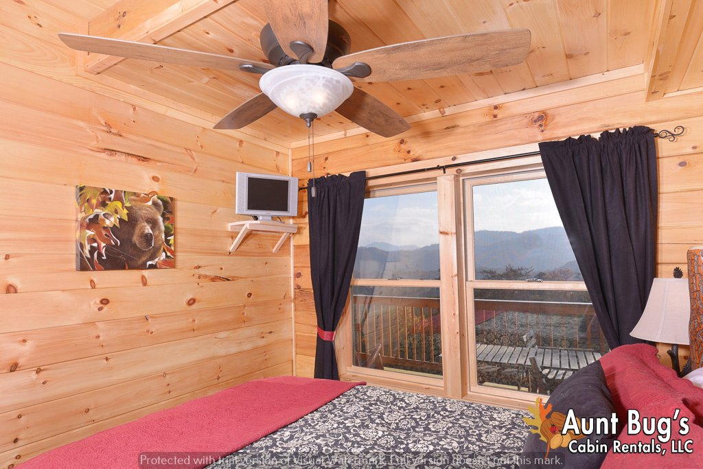 Photo of a Pigeon Forge Cabin named A View To Remember - 204 - This is the forty-first photo in the set.