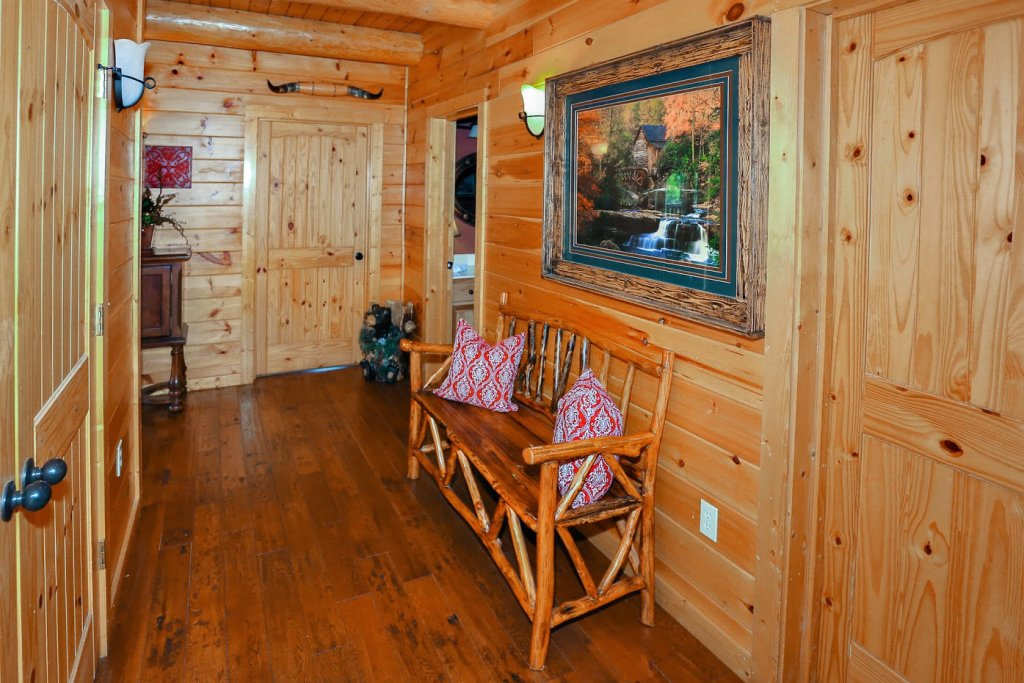 Photo of a Pigeon Forge Cabin named Mountaintop Paradise - This is the sixteenth photo in the set.