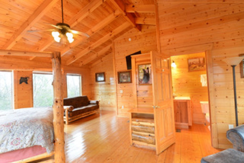 Photo of a Gatlinburg Cabin named Mountain Paradise - 295 - This is the twenty-eighth photo in the set.
