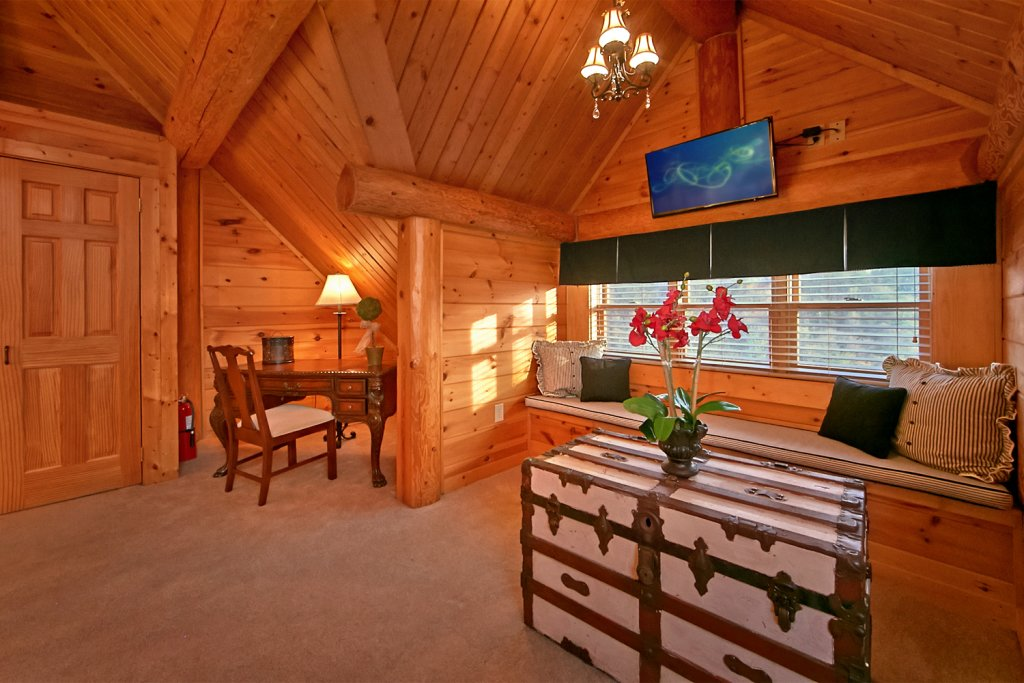 Photo of a Pigeon Forge Cabin named Mountaintop Paradise - This is the twenty-seventh photo in the set.