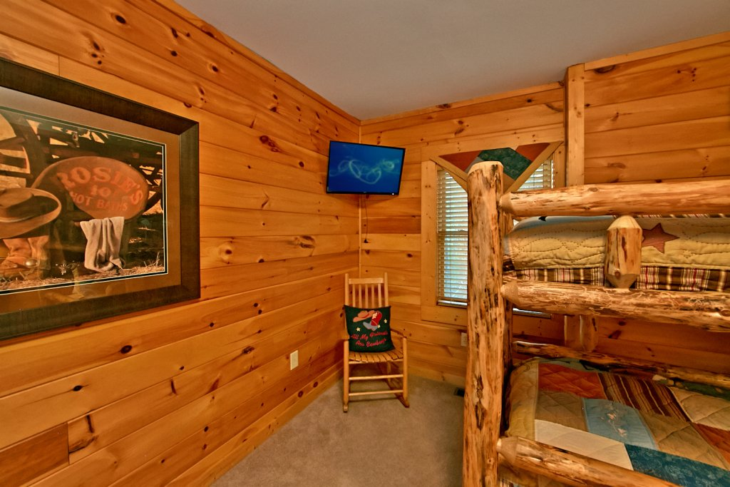 Photo of a Pigeon Forge Cabin named Mountaintop Paradise - This is the forty-sixth photo in the set.