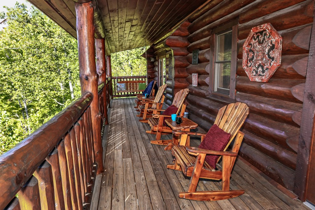 Photo of a Pigeon Forge Cabin named Mountaintop Paradise - This is the fifty-second photo in the set.