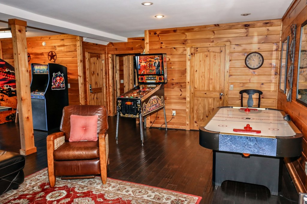 Photo of a Pigeon Forge Cabin named Mountaintop Paradise - This is the forty-second photo in the set.
