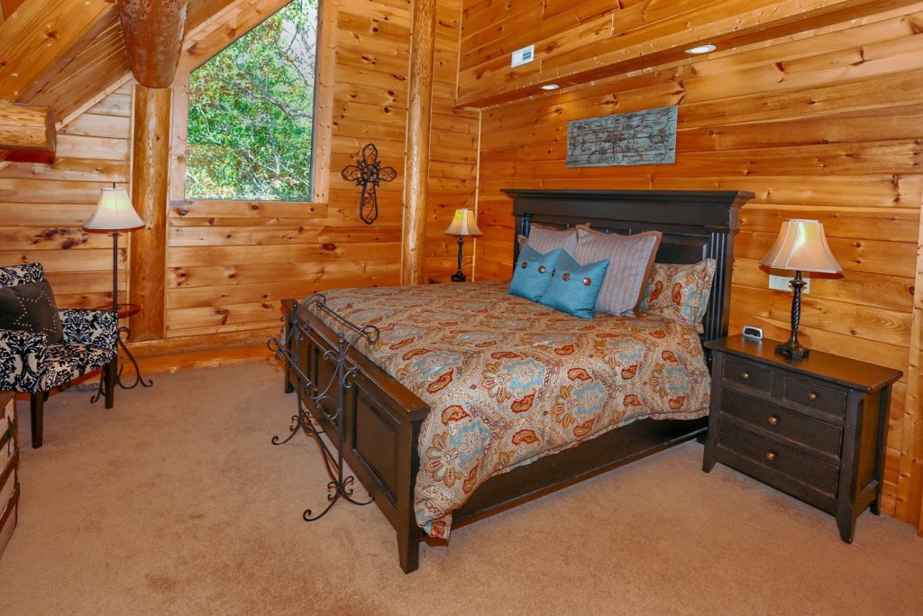 Photo of a Pigeon Forge Cabin named Mountaintop Paradise - This is the twenty-sixth photo in the set.
