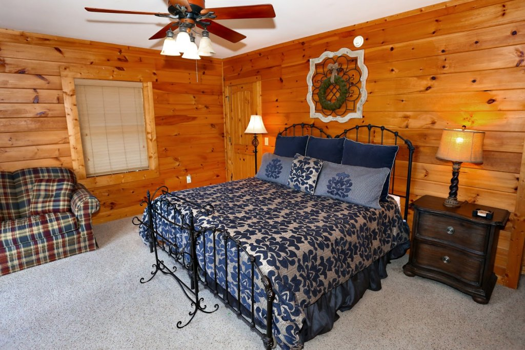 Photo of a Pigeon Forge Cabin named Mountaintop Paradise - This is the forty-third photo in the set.