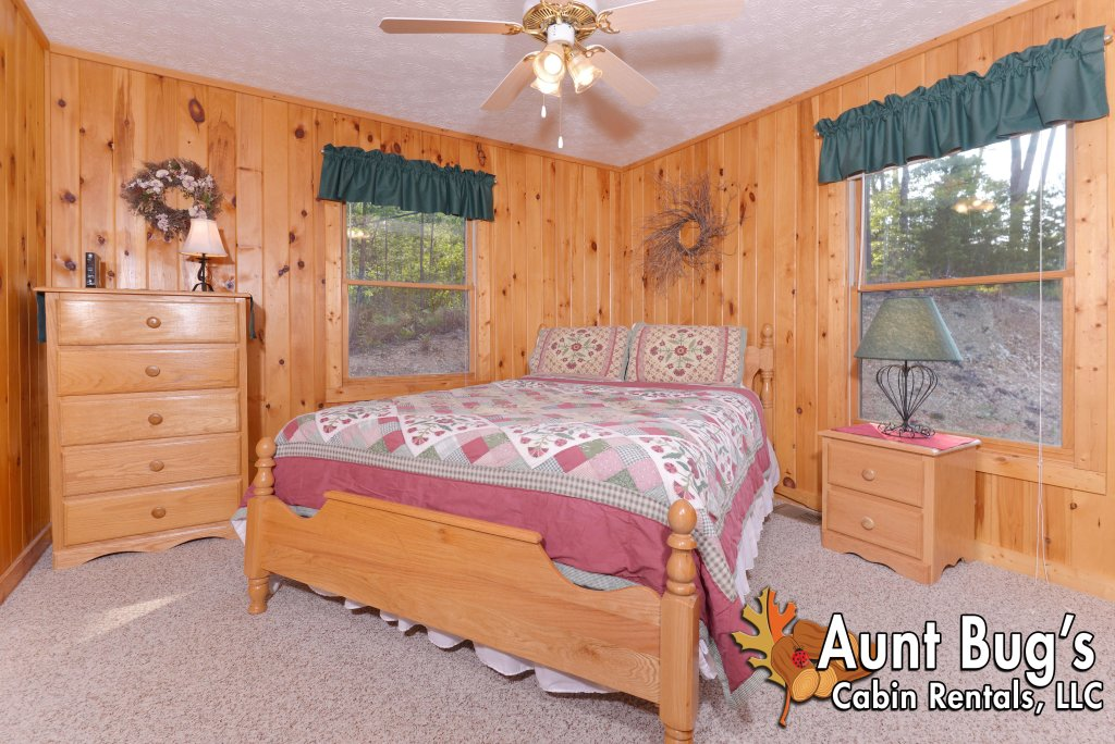 Photo of a Pigeon Forge Cabin named A Grand View From Above #225 - This is the twentieth photo in the set.