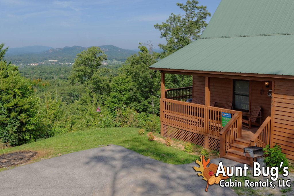 Photo of a Pigeon Forge Cabin named A Grand View From Above #225 - This is the twenty-first photo in the set.