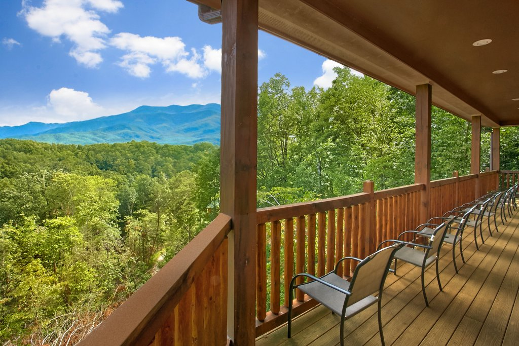 Photo of a Gatlinburg Cabin named Knockin On Heavens Door - This is the sixth photo in the set.