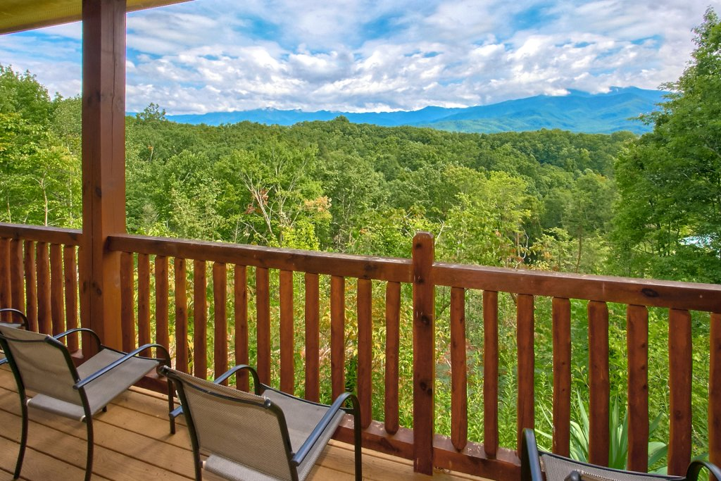 Photo of a Gatlinburg Cabin named Knockin On Heavens Door - This is the seventh photo in the set.