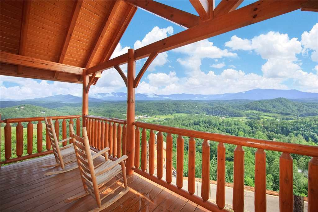 Photo of a Pigeon Forge Cabin named The Greenbrier 2936 - This is the twentieth photo in the set.