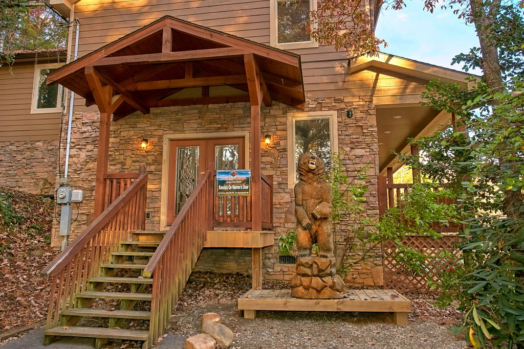 Photo of a Gatlinburg Cabin named Knockin On Heavens Door - This is the twenty-first photo in the set.