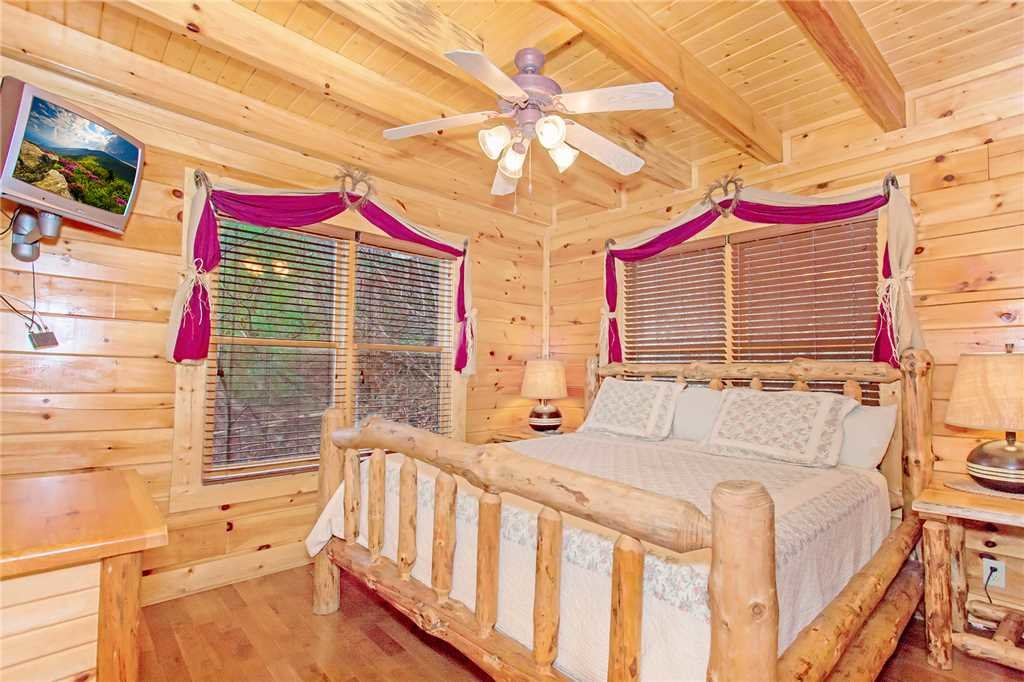 Photo of a Pigeon Forge Cabin named The Greenbrier 2936 - This is the seventh photo in the set.