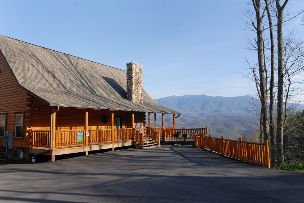 Photo of a Gatlinburg Cabin named Splash Mansion #500 - This is the forty-fourth photo in the set.