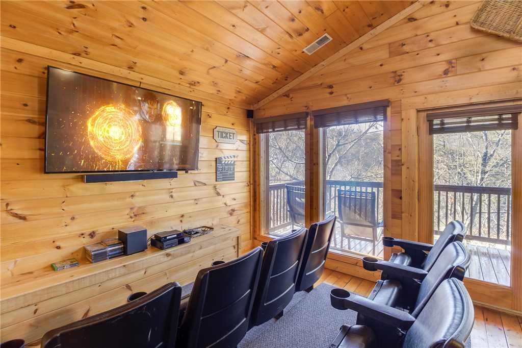 Photo of a Pigeon Forge Cabin named Bear Mountain Lodge - This is the first photo in the set.